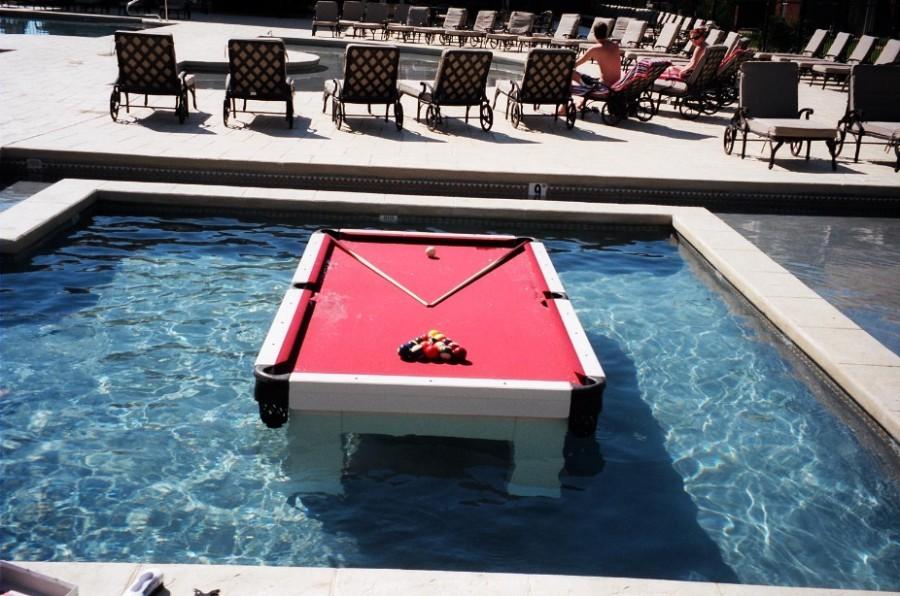 Mesa de billar para la piscina