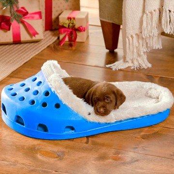 Cama para mascotas con forma de zapatilla